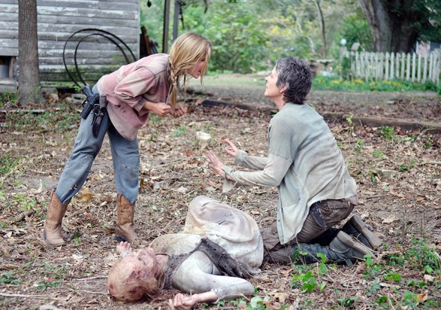 the-walking-dead-season4-episode14-lizzie-sister-carol