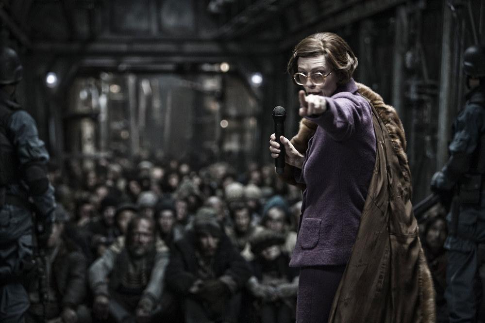 Analyse des messages occultes du film Hunger Games Tilda-swinton-in-snowpiercer-110693_w1000