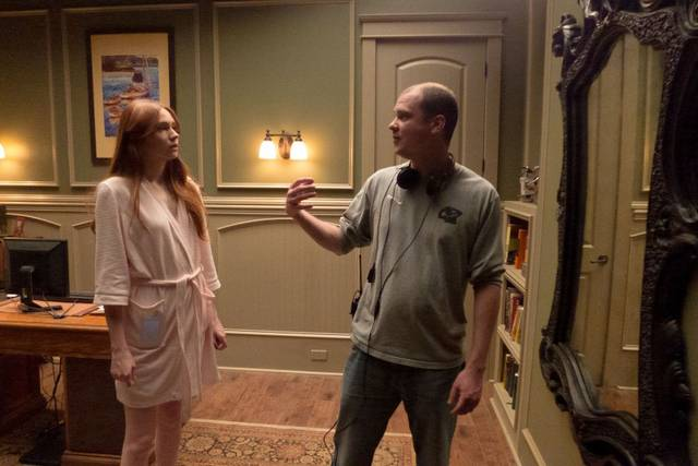Flanagan e Karen Gillian sul set