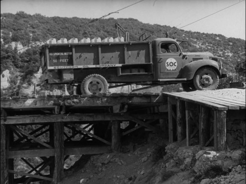 The Wages of Fear.mkv_snapshot_01.26.47_[2012.06.15_00.25.15]