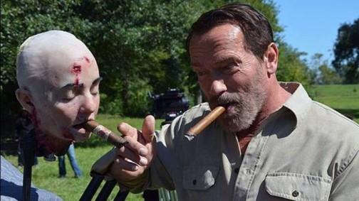 Arnold cazzeggia sul set